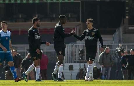 Gonzalo Carneiro aproveitou passe de Shaylon e fez gol típico de centroavante (Miguel Schincariol/saopaulofc.net)