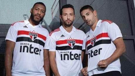 d5d22f6fb1 Com Kaká e Aloísio Chulapa, São Paulo lança nova camisa no Morumbi