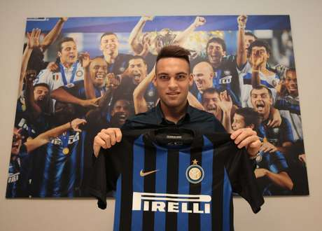Lautaro Martínez vestirá a emblemática camisa 10 na Internazionale (FOTO: Divulgação/Inter de Milão)