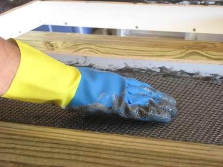 6. Tenha bastante cuidado ao seguir nosso passo a passo de como fazer bancada para cozinha de concreto