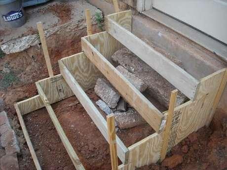 3. Siga nosso passo a passo de como fazer escada de concreto