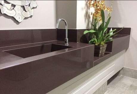 24- Granito Absoluto na cor marrom com duas cubas.