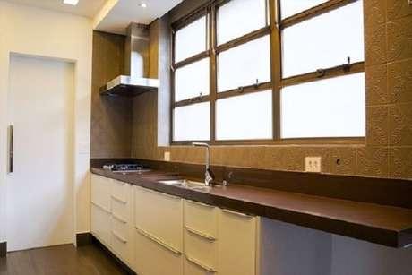 28- Granito Absoluto na cor marrom em espaço gourmet.