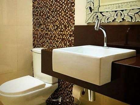 26 – Granito Marrom em banheiro sofisticado