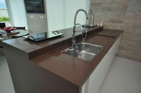 8- Granito marrom absoluto é muito utilizado em cozinhas em estilo americano.