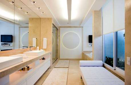 39. O armário pode ter prateleira para deixar alguns elementos do banheiro à mostra