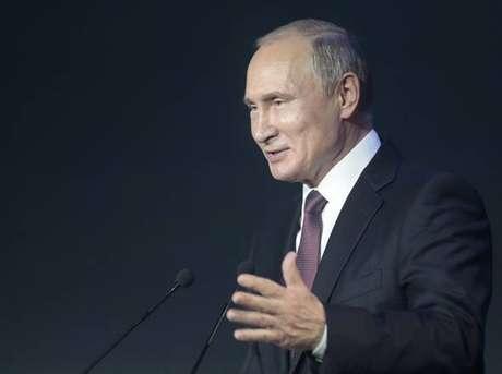 Vladimir Putin durante congresso de segurança cibernética em Moscou