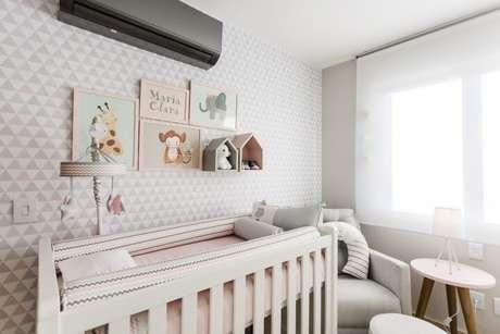 6. Quarto de bebê menina com decoração neutra. Projeto de Nathalia Bilibio