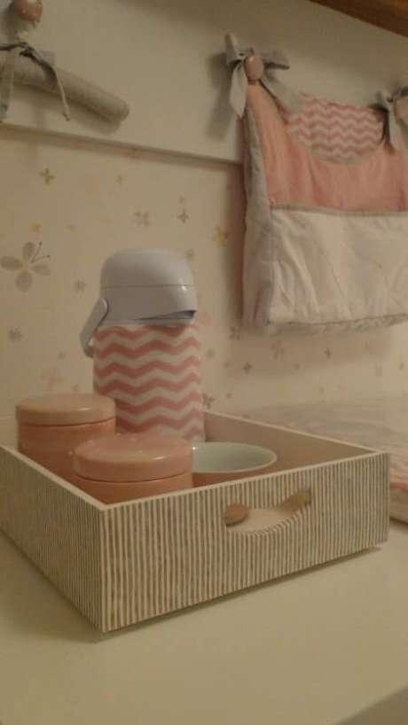 9. Porta-fraldas e objetos em tons de rosa. Projeto de Meyer Cortez