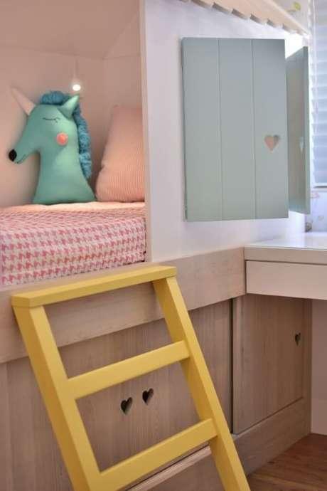 50. Puxadores de coração em móveis delicados em quarto feminino. Projeto de BG Arquitetura