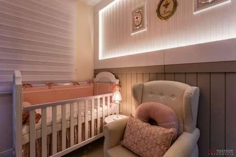 45. Tons neutros e rosa no quarto de bebê feminino. Projeto de Daline Castilho
