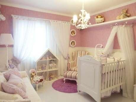12. Paredes cor-de-rosa em quarto com muitas bonecas. Projeto de Graziela