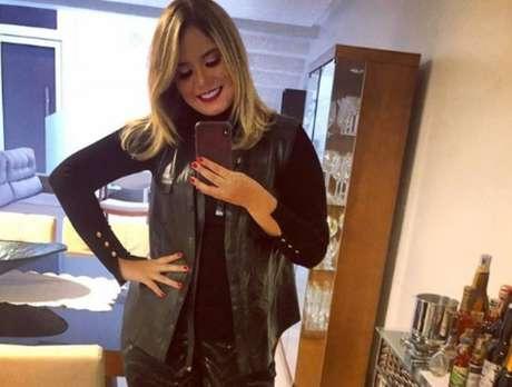Marília Mendonça posa para foto mostrando corpo 20 quilos mais magra; cantora contou que vendia coxinha e chocolate antes de fama.