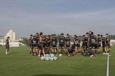 Elenco do Corinthians conta com 33 jogadores (Foto: Daniel Augusto Jr)
