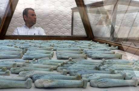 Egito descobre sítio arqueológico com múmias perto das Grandes Pirâmides