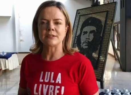 Gleisi Hoffman divulga vídeo direto de Havana, em Cuba, aos apoiadores de Lula
