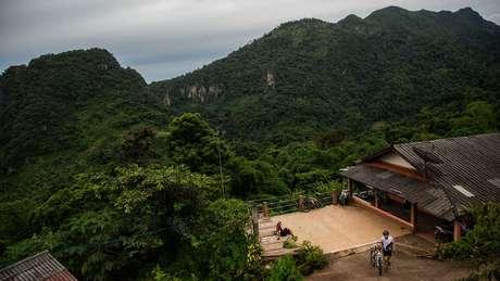 Vista da montanha onde os meninos ficaram presos em Chiang Rai