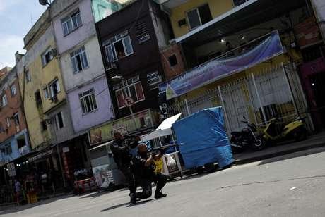 Polícia durante operação na favela da Rocinha, no Rio de Janeiro
