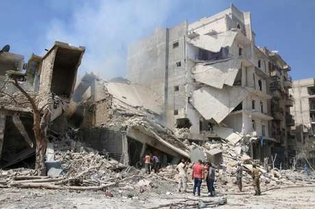 Prédio destruído por ataque em Aleppo 27/08/2016 REUTERS/Abdalrhman Ismail