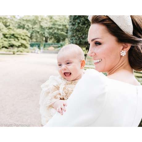 Príncipe Louis após o seu batizado na Clarence House, com Kate Middleton