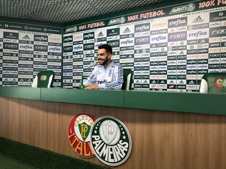 Bruno Henrique durante a entrevista coletiva desta segunda-feira, na Academia (Foto: Thiago Ferri)