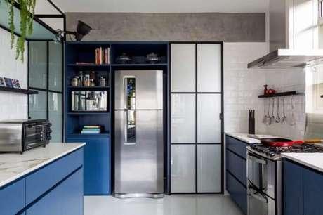 9. Em uma cozinha planejada é válido investir em nichos para cozinha pequena que sejam embutidos, assim você consegue otimizar o espaço compacto