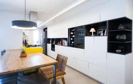 10. Decoração para cozinha toda branca com nichos decorativos para cozinha pintados de preto