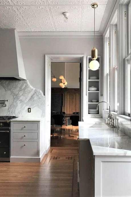 14. Decoração com modelos embutidos de nichos decorativos para cozinha