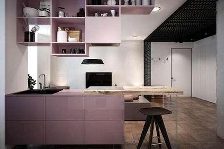 6. Os nichos para cozinha americana instalados logo acima do balcão trazendo modernidade e otimização do espaço