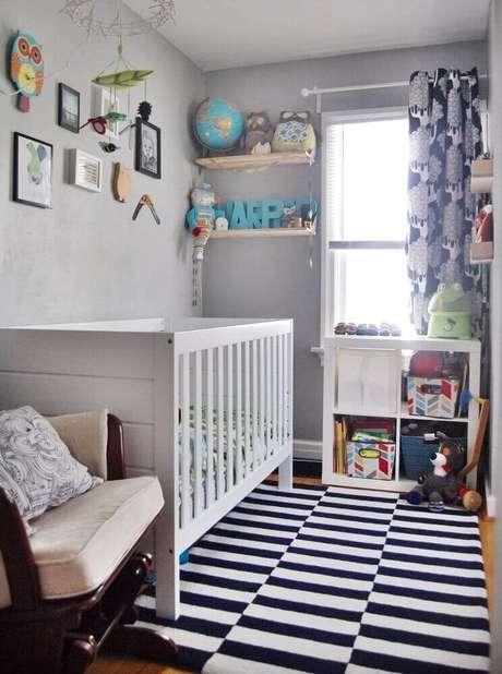 13. As listras também pode estar presentes no tapete criando uma sensação de quarto pequeno de bebê visualmente mais amplo