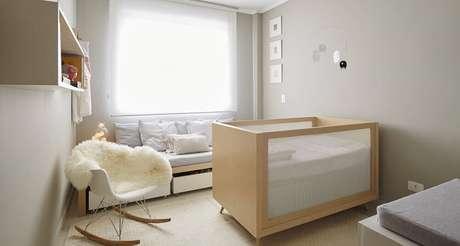 16. Prefira uma poltrona para quarto de bebê simples e pequeno que tenha um design mais simples e minimalista