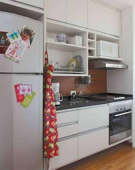 22. Decoração simples com nichos para cozinha pequena
