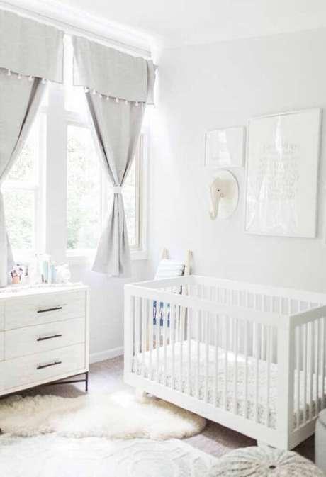 23. Quarto de bebê pequeno todo branco