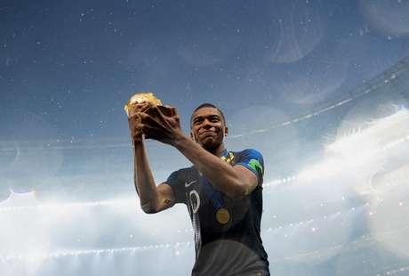 gettyimages-999760260 Valor de Neymar cai R$ 98,96 mi após Copa, diz consultoria Esportes