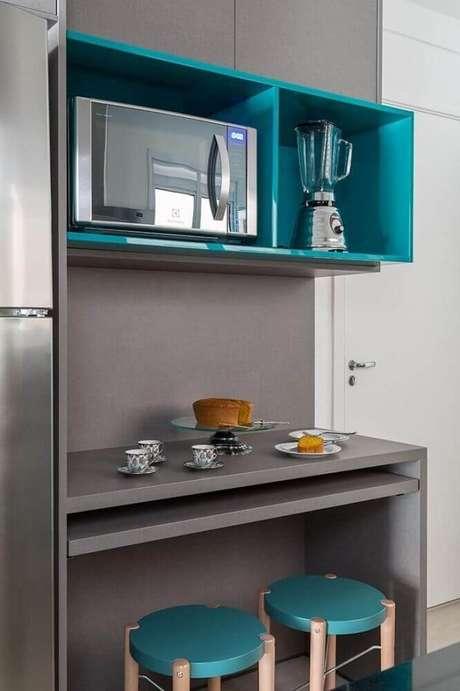 33. Escolha modelos coloridos de nichos decorativos para cozinha levando mais alegria e leveza ao ambiente