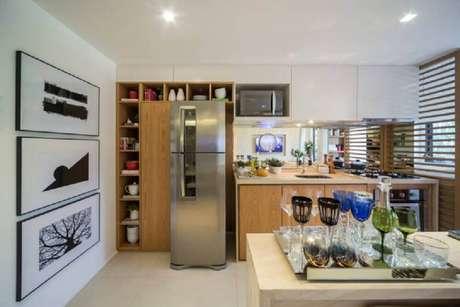 35. Nichos decorativos para cozinha moderna embutidos na parede, otimizando o espaço