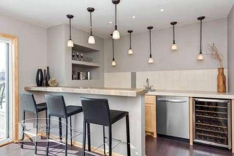 39. Nichos para cozinha americana decorada com pendentes modernos