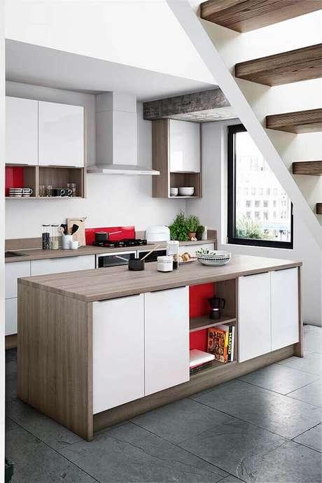42. Nichos organizadores para cozinha decorada em tons de branco e madeira