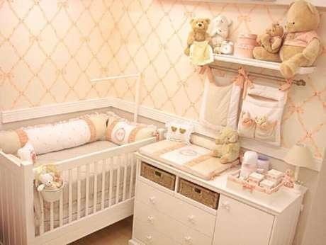 36. Papel de parede delicado para quarto pequeno de bebê feminino