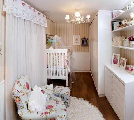 45. Invista em um quarto de bebê pequeno planejado para melhor aproveitar o espaço