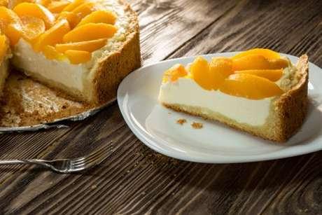 Torta mousse de pêssego sem chantili
