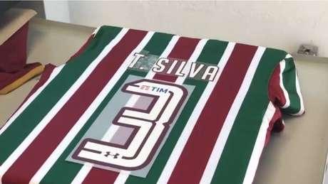 Fluminense fez camisa para Thiago Silva, mas zagueiro treinou no clube com camisa do PSG