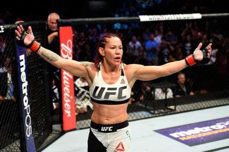Cris Cyborg deseja enfrentar a compatriota Amanda Nunes o mais rápido possível (Foto: Divulgação/UFC)