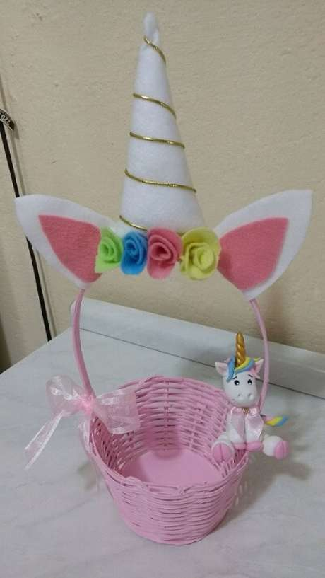 20- Cestinha para doces e balas para decoração de festa unicórnio.