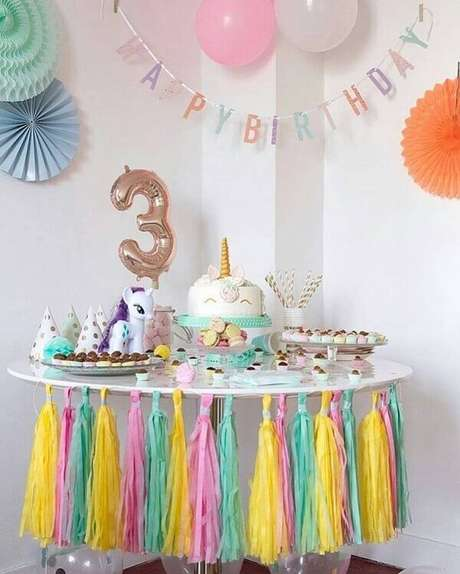 6- Festa unicórnio simples para criança de três anos.