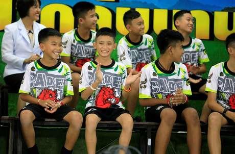 Os 12 meninos e o treinador resgatados falaram pela primeira vez em uma coletiva nesta quarta-feira, 18