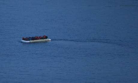 Fugindo de más condições de vida, imigrantes enfrentam viagens em embarcações precárias