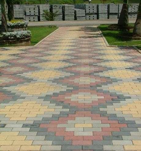 5- Piso de concreto colorido para entrada de condomínio.