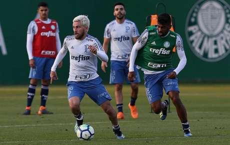 Lucas Lima durante treino do Palmeiras na Academia de Futebol (Foto: Cesar Greco)