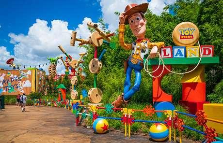 Ao entrar, o visitante dá de cara com um Woody gigantesco!